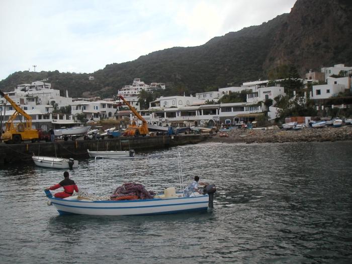 Die Insel Stromboli hat …