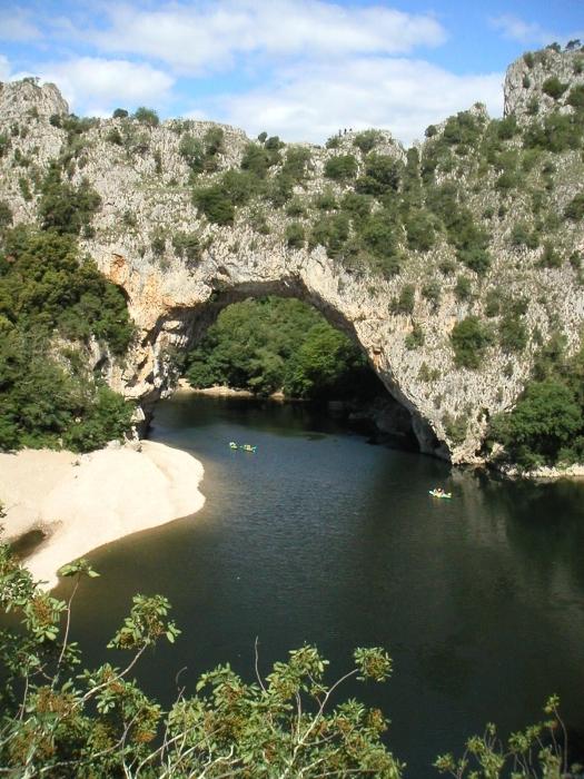 Die Pont-d'Arc - eine …