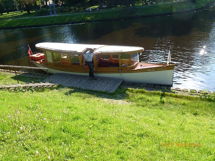 � fahren mit einem Holzboot, �